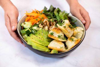 Ziegenkäse-Nudl <br>Salat-Bowl mit gebratener Nudl