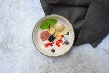 Himbeer-Nudl auf frischem Beerenjoghurt