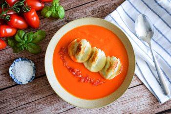 Kartoffel-Nudl (Mini) auf frischer Tomatensuppe