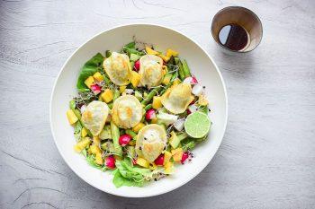 Kartoffel-Nudl mit fruchtigem Spargelsalat und spicy Vinaigrette